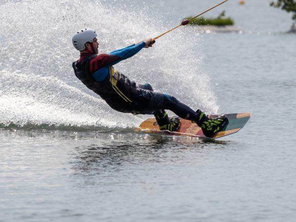 10 tricks che puoi usare nel wakeboard