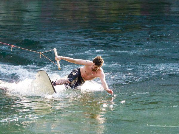 Come ottenere una buona capacità di equilibrio attraverso il wakeboard